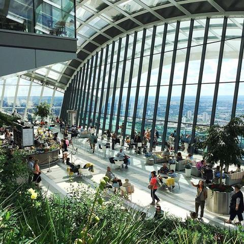 The Sky Garden is amazing - and it's free! Amazing views over the city. Also you get to stand at the top of a building that can literally melt cars with its natural lasers. What more could you want? #london #skygarden #architecture