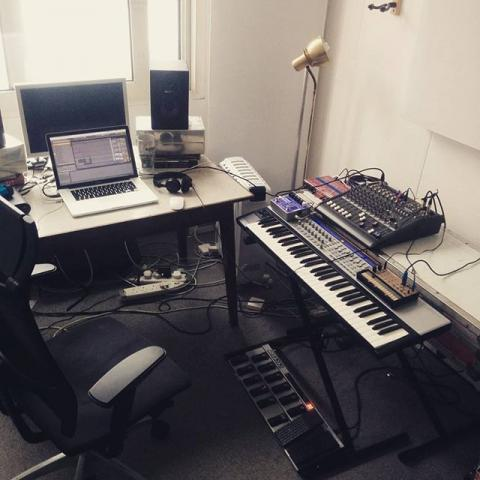 Digging my new musical nest. Cheers @alexanderwolfegram for letting me perch.
