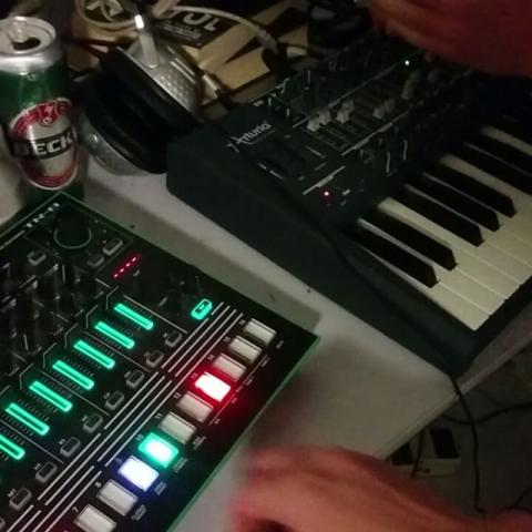 Pre-going-out jam with @w_mick from last night. Happy weekend! #livejam #electronicmusic