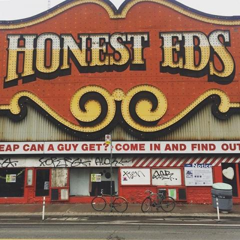 The most anazing sign I think I've ever seen. #honesteds