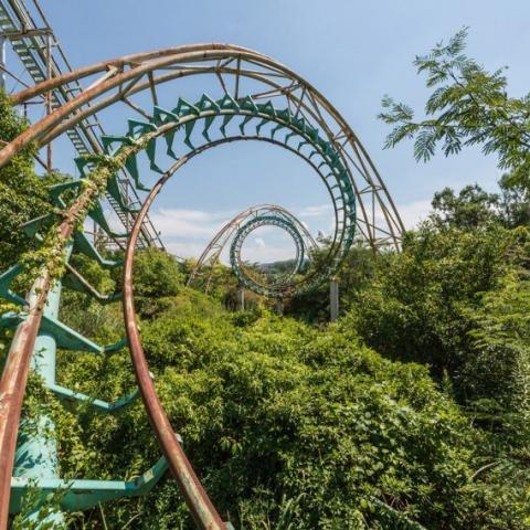Deserted Japanese theme park photographed just before demolition https://t.co/5cGqcO5oHE https://t.co/H6GgVpyImI
